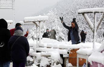 Zigana Dağı'nda kar kalınlığı 15 santimetreyi geçti