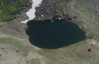 Buzul gölleri hayran bırakıyor