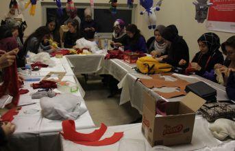 Mülteci çocuklar için gönüllü oyuncak üretiyorlar