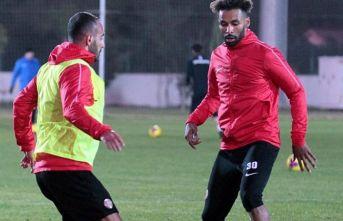 Trabzonspor'un rakibi Antalyaspor'da kadro...