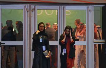 Suudi Arabistan'da bir ilk! Kadınlar erkeklerle aynı kapıdan geçebilecek
