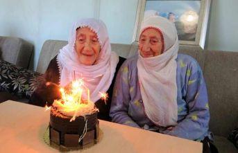 İkiz kalan nineler 89 yaşında!