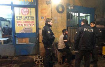 Başkent'te başından döner bıçağı ile yaralanan şahıs isyan etti