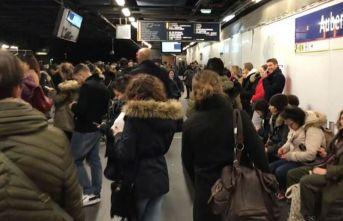Fransa'da grevler hayatı kaosa sürüklüyor