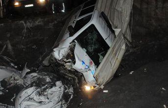 Şüpheli araç polis otosuna çarptı
