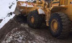Bingöl'de heyelan nedeniyle yol kapandı