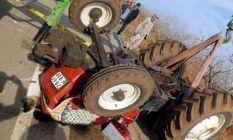 Traktör devrildi sürücüsü hayatını kaybetti