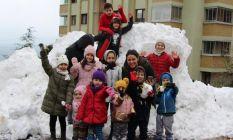 3 yıldır kar yağmayan Trabzon'a kamyonla kar...