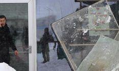 Hastane girişindeki çatı çöktü: 9 yaralı
