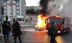 Nevşehir'de seyir halindeki otomobil yandı
