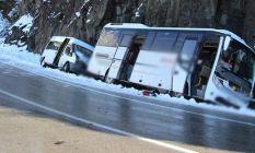 Buzlanma kaza getirdi - iki araç yoldan çıktı 4 yaralı