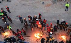 Elazığ'da enkazda 9 kişiye ulaşma çalışmaları...