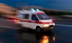 Hafif ticari araç dereye devrildi 3 yaralı