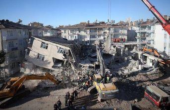 Elazığ'da son kişi de enkazdan çıkarıldı...