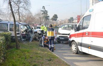 Ordu'da ticari araçla minibüs kafa kafaya çarpıştı:...