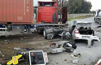 Aydın'da TIR, otomobile çarptı 5 kişi..