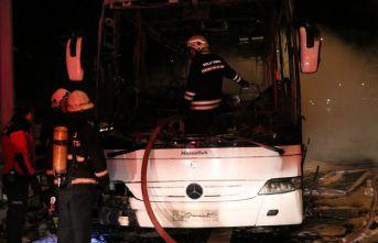 Cenaze taşıyan araç alev alev yandı