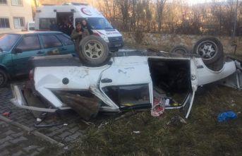 Otomobil 6 metreden sitenin bahçesine düştü