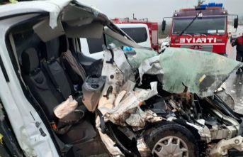Aydın-İzmir karayolunda trafik kazası savaş alanına döndü