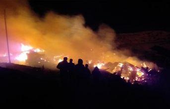 Erzurum'daki yangın 4 saat sonra kontrol altına alındı