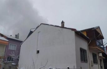 Fırının odunluk deposunda çıkan yangın 2 eve sıçradı