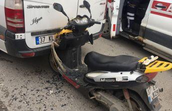 Tosya'da motosiklet minibüsle çarpıştı