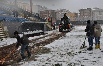 Kar yeşil sahayı da vurdu! Trabzon takımının...
