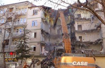 Elazığ'da o binalar yıkılıyor