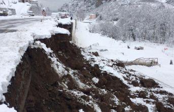 Trabzon'da yol çöktü