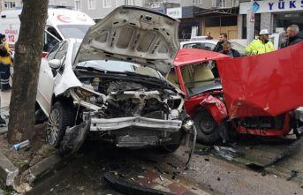4 kişinin yaralandığı kaza kamerada