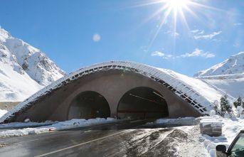 Ovit Tüneli yapıldı! Kara rağmen trafik aksamadı!