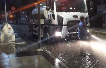 Temizlik ekipleri gece gündüz çalışıyor
