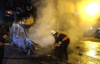 Trabzon'da alevli gece! 2 araç kundaklandı!