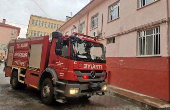 Elektrik kontağından çıkan yangın okulda paniğe yol açtı