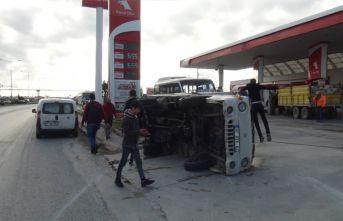 Otomobile çarpan kamyonet, devrilerek 30 metre sürüklendi