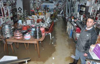 Yüksekova'da iş yeri sular altında kaldı