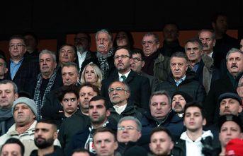 Bakan Kasapoğlu'ndan Beşiktaş-Trabzonspor maçı...