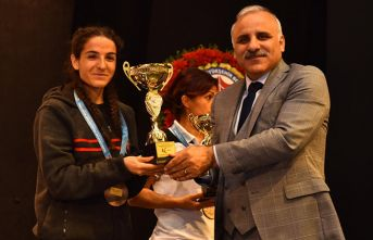 Trabzon yarı maratonunu kazananlar ödüllerini aldı