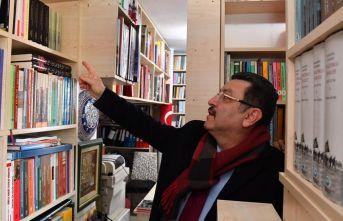 Genç, Dolaylı'da kütüphane açtı