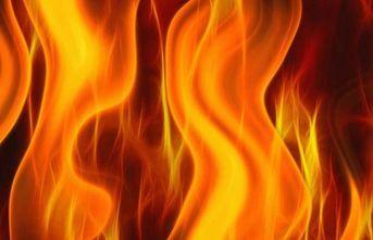 Gümüşhane'de ev ve ahır yandı