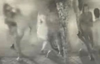Yarı çıplak adam yolda yürüyen kadına saldırdı! Saniyeler sonra ortalık karıştı