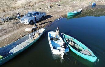 """Beyşehir Gölü'nde """"elektroşokla"""" yasa dışı balık avcılığına droneli takip"""