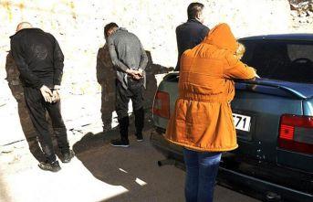 Sokak satıcıları suçüstü yakalandı