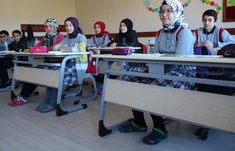 Rize'de 'Ayakkabısız Okul Projesi' başladı
