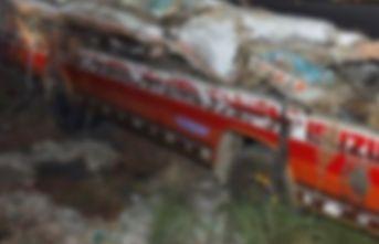 Tren otobüse çarptı: 20 ölü