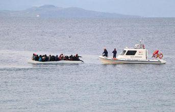 Botları su alan göçmenler kurtarıldı
