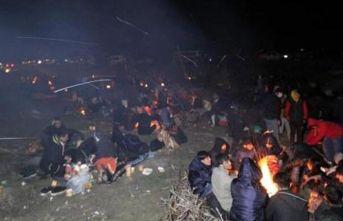 Göçmenlerin İpsala'daki bekleyişi gece boyunca devam etti!