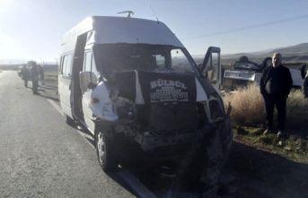 Nevşehir'de öğretmen servisi kaza yaptı