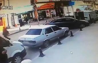 Geri manevra yapan kamyonun altında kalan kişiyi vatandaşlar kurtardı