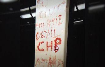 Tramvayda dehşet! Kanıyla bakın ne yazdı..